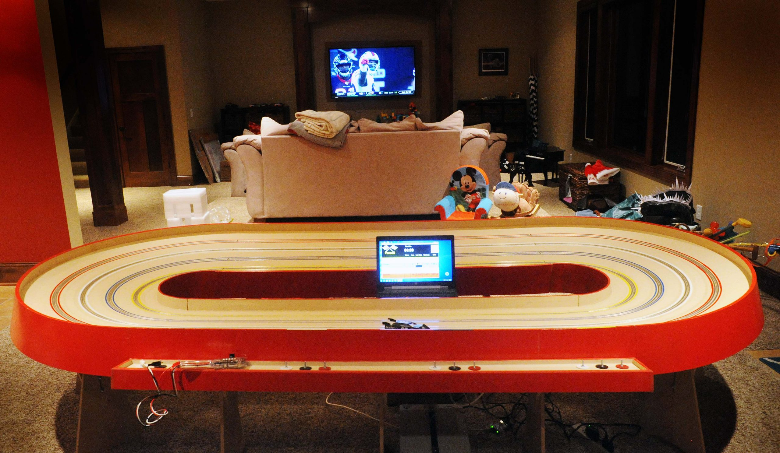 Minneapolis 4 lane oval home slot car track